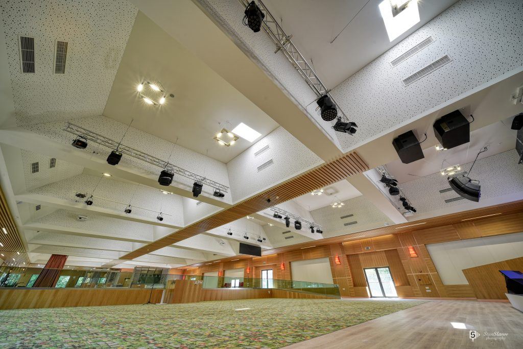 интериор на зала в кк Албена